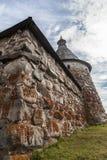 Vägg av den Solovetsky kloster (Solovki) Royaltyfri Fotografi