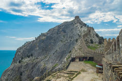 Vägg av en forntida Genoese fästning i Sudak Fotografering för Bildbyråer