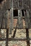 Vägg av en gammal ladugård Arkivfoto