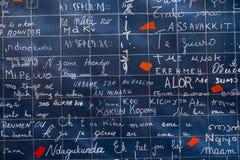 Vägg av förälskelse i Paris, Frankrike arkivbild