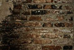 Vägg av gamla röda tegelstenar Arkivbild