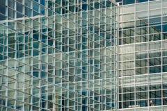 Vägg av glass reflexioner Fotografering för Bildbyråer