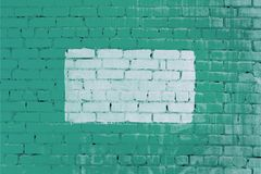 Vägg av grön tegelsten, med en vit ram Härlig bakgrund Töm stället för inskrifter royaltyfri fotografi
