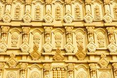 Vägg av guld- Bodhgaya modeller arkivbilder