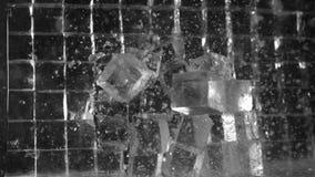 Vägg av iskuber som bort blåser lager videofilmer