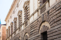 Vägg av palazzoen Thiene i den Vicenza staden Royaltyfria Foton