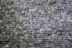Vägg av rektangulära grå färg-vit stenar och tegelstenar Royaltyfria Bilder