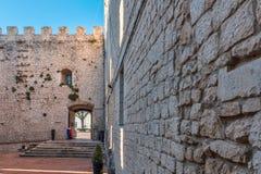 Vägg av slotten i Campobasso Arkivbilder