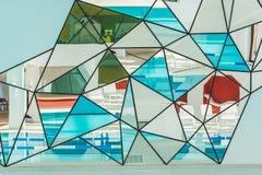vägg av speglar på modernt fotografering för bildbyråer
