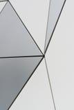 Vägg av triangulära sammansatta paneler Arkivfoto