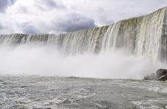 Vägg av vatten på Niagara Falls arkivfoton