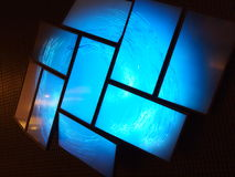 vägg för 2 television Arkivbild
