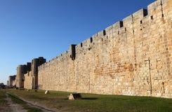 vägg för aiguesstadsfrance mortes royaltyfria bilder