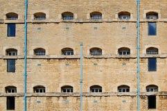 vägg för blockcellfängelse royaltyfria foton