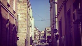 vägg för gator för tegelstenstadsflicka Royaltyfri Foto