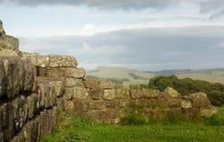Vägg för Hadrian ` s på Walltown brant klippa arkivbilder