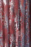 vägg för stål för grungemålarfärg röd royaltyfri bild