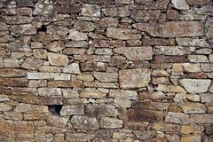 vägg för sten för bakgrundsfärggrunge Forntida vägg av det torra murverket royaltyfria foton