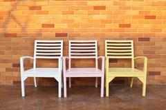 Vägg för stol och för röd tegelsten Arkivbilder