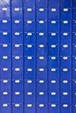 vägg för stolpe för kontor för blåa askar Arkivbild