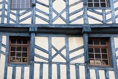 vägg för timmer för inramningshus medeltida Arkivbild