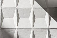 Vägg för vitt cement med geometriska former som bakgrund Royaltyfria Bilder