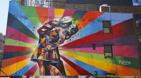 Vägg- konst av den brasilianska vägg- konstnären Eduardo Kobra i den Chelsea grannskapen i Manhattan Arkivbild