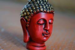 Vägg- konst för röd Buddha från sidosikt royaltyfri foto