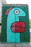 Vägg- konst målade på Berlin Wall donerade ursprungligen vid staden av Berlin till New York City i 2004 Royaltyfria Bilder