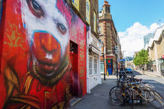 Vägg- konst på en vägg i staden av London, UK Arkivbild