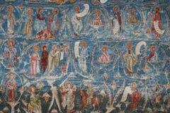 Vägg- målning på en kyrka i Vatra Dornei Rumänien Fors i April 2018 arkivfoto