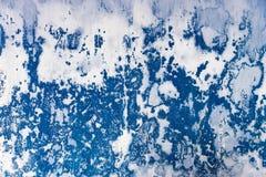 Vägg med färg för skalningsmurbrukblått royaltyfri bild