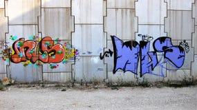 Vägg med grafitti Arkivfoto