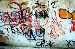 Vägg med grafitti, Grungebakgrund Arkivbilder