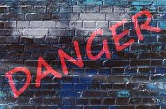 Vägg med grafitti som säger Royaltyfri Bild
