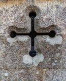 Vägg med a kors-som mellanrum royaltyfri foto