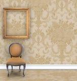 Vägg med Rich Tan Damask Wallpaper och rum för text royaltyfria foton