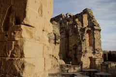 Vägg och bågar av den romerska amfiteatern Royaltyfri Bild