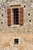 Vägg och fönster av den ortodoxa kloster Arkivfoton