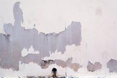 Vägg och rör och peel av målat Royaltyfri Fotografi