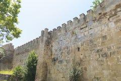 vägg och torn av den medeltida slotten i Marbella Andalucia Spanien royaltyfria bilder