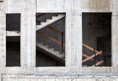 Vägg och trappuppgång av byggande under konstruktion Royaltyfria Bilder