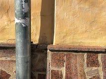 Vägg orange vägg, bakgrund, trumpet Arkivfoton