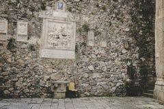 Vägg på den gamla italienska staden Royaltyfria Bilder