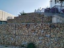 Vägg som byggs med stenar, tuffa texturer royaltyfria bilder