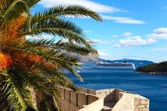 Vägg som försvarar gammala Dubrovnik Royaltyfri Fotografi