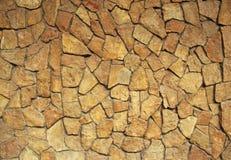 Vägg som fodras med den lösa stenen Royaltyfri Fotografi