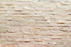 Vägg som göras av den dekorativa bruna stenen Bakgrund arkivbilder