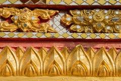 Vägg som snider konst med målat glass i templet Royaltyfria Bilder