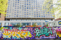 Vägg som täckas med grafitti i Berlin, Tyskland Royaltyfri Foto